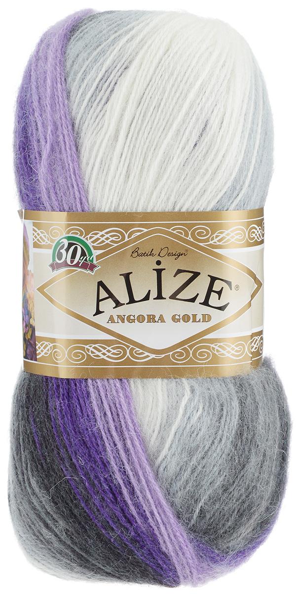 Пряжа для вязания Alize Angora Gold Batik, цвет: белый, черный, фиолетовый (4306), 550 м, 100 г, 5 шт364112_4306Пряжа для вязания Alize Angora Gold Batik изготовлена из акрила, мохера и шерсти, что способствует прекрасному тепловому обмену, легкости и комфорту. Меланжевая ниточка тонкая, пушистая. Из данной пряжи получаются вещи, которые не требуют ни украшений, ни дополнений. Пряжа допускает самую простую и примитивную вязку, но при этом смотрится необычно благодаря своей цветовой палитре. Классическая зимняя пряжа секционного крашения для вязания теплых пушистых вещей. Пряжа отлично подходит для вязания свитеров, жилетов, шарфов, шапок, шалей. Рекомендуемый размер спиц: № 3-6, Рекомендуемый размер крючка: № 2-4 С такой пряжей для ручного вязания вы сможете связать своими руками необычные и красивые вещи. Состав: 80% акрил, 10% шерсть, 10% мохер.