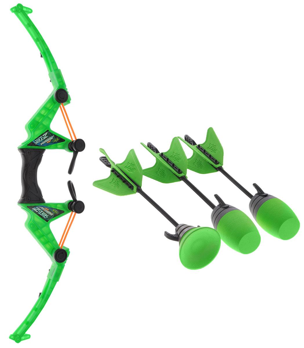 Zing Игровой набор Z-Tek BowAS979Игровой набор Zing Z-Tek Bow серии Air Storm - это замечательный набор, включающий мощный ультрасовременный лук и три стрелы. Две стрелы с мягким наконечником и одна стрела с присоской. Игра удивительно проста и увлекательна - для того чтобы запустить стрелу в воздух, необходимо, зацепив стрелу за резиновые петли, одной рукой ухватится за ручку лука, а другой оттянуть стрелу назад. Когда резиновая петля будет натянута достаточно сильно, прицеливайтесь и отпускайте стрелу. Дальность стрельбы зависит от силы натяжения резинки и достигает 75 метров! Во время полета стрела с мягким наконечником издает свистящий звук за счет специального отверстия в её наконечнике. Стрелы окрашены в яркие цвета, что облегчает их поиск после выстрела. Также вы можете отслеживать траекторию полёта стрелы благодаря издаваемому ею звуку.