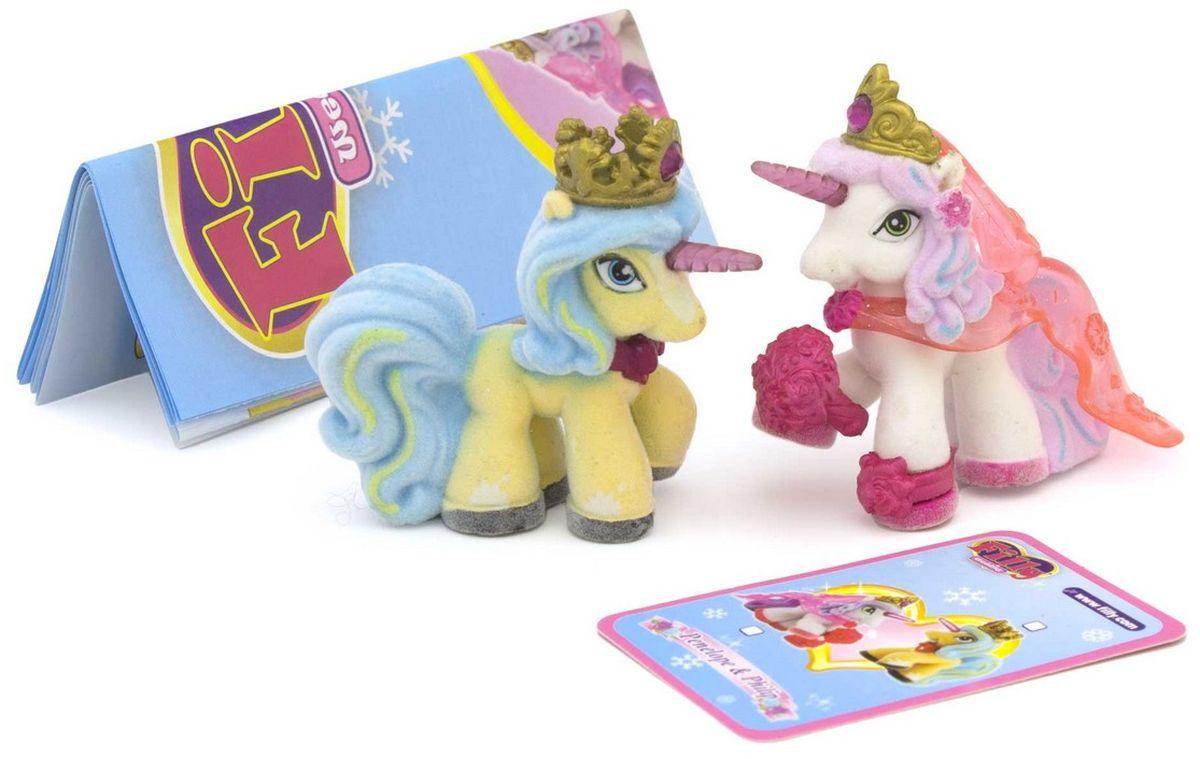 Filly Dracco Набор фигурок Пенелопа и ФилиппPenelope&Philip/astM760008-3850Набор фигурок Filly Dracco Пенелопа и Филипп- это невероятный подарок, который понравится каждой девочке, любящей этих милых лошадок. Волшебные влюбленные лошадки решили навеки соединить свои сердца и сыграть свадьбу! У лошадки-невесты есть букет, роскошная диадема в волосах и блеск в глазах. Жениха украшает корона и ожерелье с камнем. Они невероятно яркие, стильные и одеты в праздничные наряды. Эти игрушки хочется разглядывать бесконечно: у каждой свои отличительные детали, приятная на ощупь поверхность и реалистичное дружелюбное личико. В комплекте с героями вы найдете персональные карточки, описывающие лошадок Filly, и брошюру с рассказом о других героях коллекции. Все детали, из которых сделаны фигурки, прочны и безопасны, а их высокое качество прошло строгий контроль. Приглашайте гостей и устраивайте праздничное веселье вместе с фигурками Filly Dracco Пенелопа и Филипп!