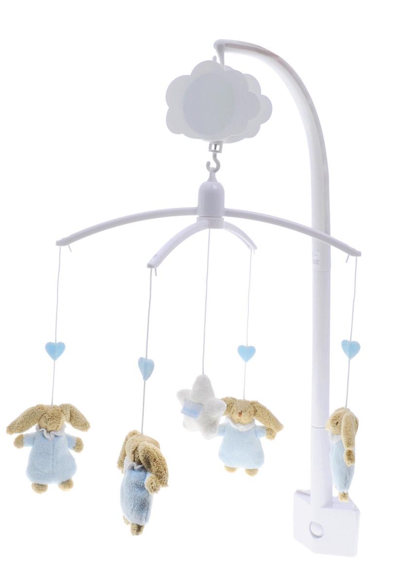 Trousselier Музыкальный мобиль Кролики цвет голубойVM1148 02Музыкальный мобиль Trousselier Кролики - идеальное решение для новорожденного малыша. Мелодия мобиля позволит крохе скорее успокоиться и заснуть. Небольшие мягкие игрушки на подвеске в виде кроликов развлекут малыша. Игрушки изготовлены из приятного на ощупь материала. Мобиль оснащен механическим музыкальным вращающимся блоком. Крепить мобиль нужно на бортик кроватки таким образом, чтобы расстояние от глаз малыша до игрушек не превышало 30 сантиметров, и чтобы игрушки крутились над грудью ребенка для удобной фокусировки зрения. С помощью мобиля ребенок будет учиться концентрировать свой взгляд на движущихся объектах, различать формы и цвета, а также пытаться тянуть ручки к движущимся игрушкам.