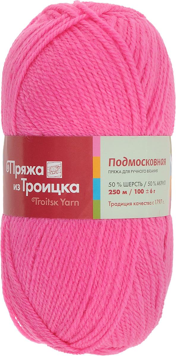 Пряжа для вязания Подмосковная, цвет: мальва (1014), 250 м, 100 г, 10 шт366001_1014Пряжа Подмосковная, изготовленная из 50% шерсти и 50% акрила, предназначена для ручного вязания. Несмотря на синтетические волокна изделие сохранило нежность и воздушность, присущую натуральному материалу. Связанный трикотаж не линяет и сохраняет после стирки не только цвет, но и форму. Готовые изделия имеют деликатную мягкую текстуру, изумительную износостойкость и способность сохранять тепло. Пряжа спрядена ровными нитями со слабым кручением. Без труда скроет мелкие недочеты вязки, поэтому она просто идеальна для новичков, желающих набить руку на вязании. С такой пряжей процесс вязания превратится в настоящее удовольствие, а внешний вид изделий подарит эстетическое наслаждение и комфорт. Состав: 50% шерсть, 50% акрил. Рекомендуемый размер спиц: 3,25 мм.