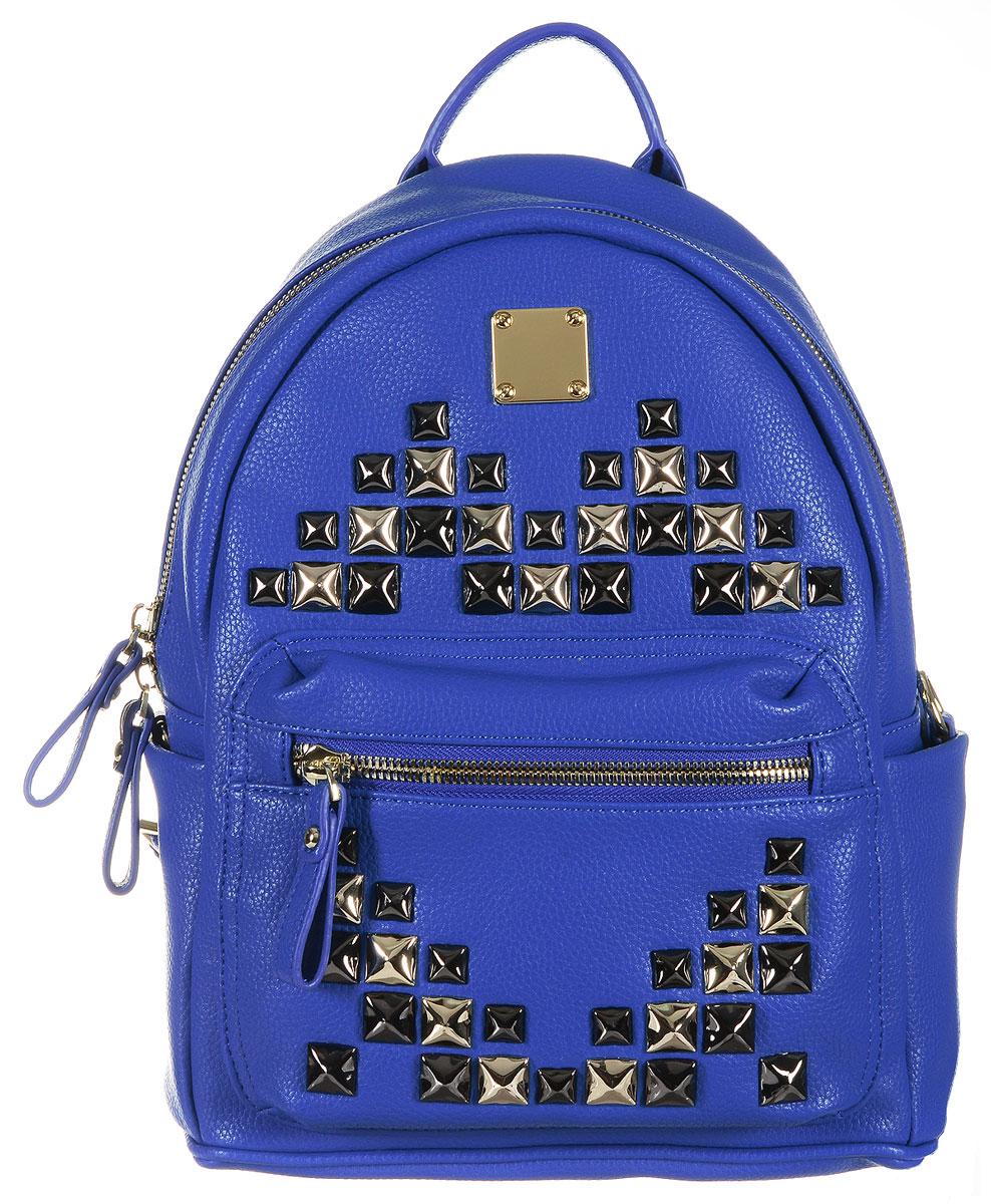 Рюкзак женская Vitacci, цвет: синий. 63515-263515-2Стильная сумка-рюкзак - яркий и актуальный аксессуар современной девушки. Мечта городских модниц стала реальностью: эргономичный, функциональный, симпатичный, этот аксессуар - на пике весеннего тренда! Женская сумка Vitacci выполнена из искусственной кожи. Внутри имеет одно отделение и закрывается на металлическую молнию. Внутри - вшитый карман на молнии и два открытых накладных кармана для мелких принадлежностей и телефона. Снаружи на передней стенке находится пришивной карман на застежке- молнии. По бокам имеются два неглубоких кармашка. Модель оснащена двумя лямками, которые регулируются по длине, и удобной ручкой. Сумка-рюкзак украшена металлической фурнитурой золотистого и черного цвета.