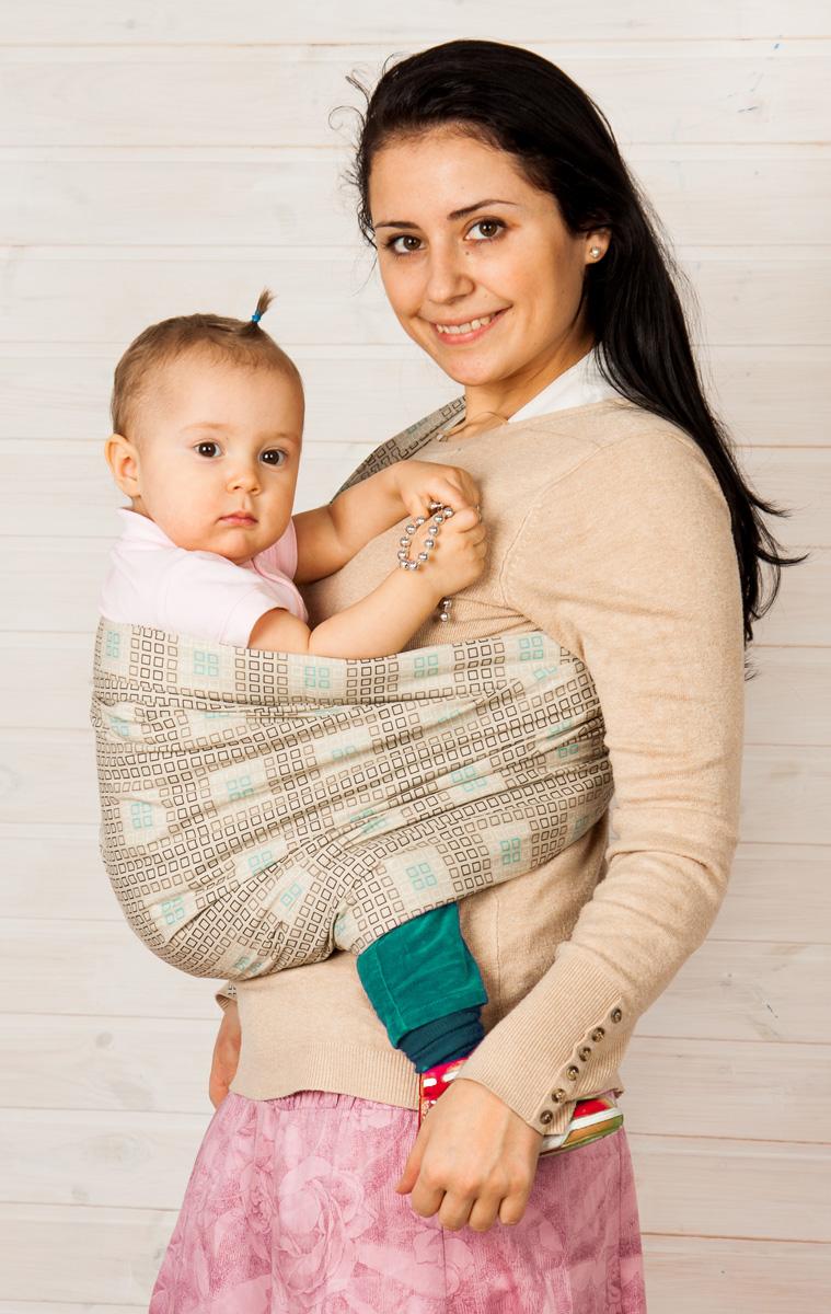Мамарада Слинг с кольцами Шанхай беж размер S6364-1Слинг с кольцами позволяет носить ребенка как горизонтально в положении Колыбелька так и в вертикальном положении. В слинге в положении Колыбелька малыш располагается точно так же, как у мамы на руках, что особенно актуально для новорожденного. Ткань слинга равномерно поддерживает спинку малыша по всей длине. Малышу комфортно и спокойно рядом с мамой. Мама в это время может заняться полезными делами или прогуляться. В положении Колыбелька очень удобно кормить ребенка грудью. В слинге в вертикальном положении ножки ребенка разводятся «лягушкой». Это положение снимает нагрузку с копчика — ребенок поддерживается нижним бортиком слинга под коленками, а верхним прижимается к маминой груди. Положение ребенка в слинге «лягушкой» – прекрасная профилактика дисплазии. Слинг из Пакистанской бязи (хлопок 100%) При изготовлении этого вида ткани используются очень тонкие нити, но плотно переплетенные, за счет чего ткань становится тонкой, но очень прочной, гладкой и мягкой....