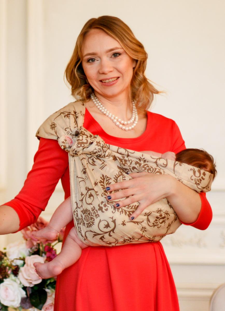 Мамарада Слинг с кольцами Капучино размер S684Слинг с кольцами позволяет носить ребенка как горизонтально в положении Колыбелька так и в вертикальном положении. В слинге в положении Колыбелька малыш распологается точно так же, как у мамы на руках, что особенно актуально для новорожденного. Ткань слинга равномерно поддерживает спинку малыша по всей длине. Малышу комфортно и спокойно рядом с мамой. Мама в это время может заняться полезными делами или прогуляться. В положении Колыбелька очень удобно кормить ребенка грудью. В слинге в вертикальном положении ножки ребенка разводятся «лягушкой». Это положение снимает нагрузку с копчика — ребенок поддерживается нижним бортиком слинга за подколенки, а верхним прижимается к маминой груди. Положение ребенка в слинге «лягушкой» – прекрасная профилактика дисплазии. Шикарный сатин немецкого качества. Слинг для дома и улицы. Состав - хлопок 100% (сатин), кольца металл 6 см
