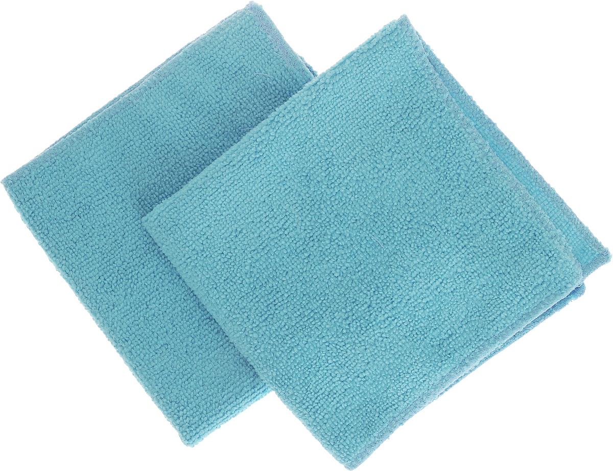 Салфетка для уборки Помощница из микрофибры, цвет: голубой, 30 х 30 см, 2 штЕ4802_2 голубыеСалфетки Помощница изготовлены из микрофибры. Это великолепная гипоаллергенная ткань, изготовленная из тончайших полимерных микроволокон. Салфетки из микрофибры могут поглощать количество пыли и влаги, в 7 раз превышающее ее собственный вес. Многочисленные поры между микроволокнами, благодаря капиллярному эффекту, мгновенно впитывают воду, подобно губке. Благодаря мелким порам микроволокна, любые капельки, остающиеся на чистящей поверхности, очень быстро испаряются, и остается чистая дорожка без полос и разводов. В сухом виде при вытирании поверхности волокна микрофибры электризуются и притягивают к себе микробов, мельчайшие частицы пыли и грязи, удерживая их в своих микропорах. Рекомендации по уходу: - Ручная и машинная стирка при температуре не более 40°С, без использования хлора, - Не отбеливать, - Не гладить, - Не рекомендуется сушить на батареях.