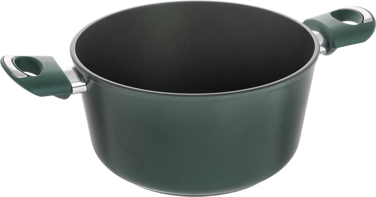 Кастрюля Vari Esperto, с антипригарным покрытием, 3 лХ46122Кастрюля Vari Esperto выполнена из литого алюминия и оснащена удобными бакелитовыми ручками. Благодаря внутреннему износостойкому антипригарному покрытию Xylan XLR пища не пригорает и не прилипает к стенкам. Готовить можно с минимальным количеством масла и жиров. Внешнее покрытие - термостойкий силикон. Гладкая поверхность обеспечивает легкость ухода за посудой. Посуда равномерно распределяет тепло и обладает высокой устойчивостью к деформации, легкая и практичная в эксплуатации. Подходит для использования на электрических, газовых и стеклокерамических плитах. Не подходит для индукционных плит. Можно мыть в посудомоечной машине. Диаметр кастрюли: 22 см. Высота стенки: 11,5 см. Ширина (с учетом ручек): 36 см.