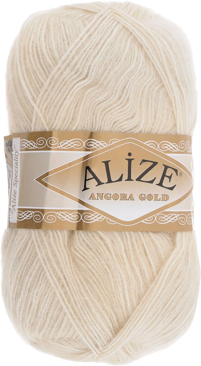 Пряжа для вязания Alize Angora Gold, цвет: светло-кремовый (67), 550 м, 100 г, 5 шт697548_67Пряжа для вязания Alize Angora Gold изготовлена из акрила, мохера и шерсти, что способствует прекрасному тепловому обмену, легкости и комфорту. Ниточка тонкая, пушистая. Из данной пряжи получаются вещи, которые не требуют ни украшений, ни дополнений. Пряжа допускает самую простую и примитивную вязку, но при этом смотрится необычно благодаря своей цветовой палитре. В ее состав входит акрил, что позволяет стирать ваши изделия в стиральной машине (на деликатной стирке) и они не потеряют свою первоначальную форму. Классическая зимняя пряжа для вязания теплых пушистых вещей. Пряжа отлично подходит для вязания свитеров, жилетов, шарфов, шапок, шалей и пр. Рекомендуется ручная стирка. Рекомендованные спицы № 3-6, крючок № 2-4. С такой пряжей для ручного вязания вы сможете связать своими руками необычные и красивые вещи. Состав: 80% акрил, 10% шерсть, 10% мохер.