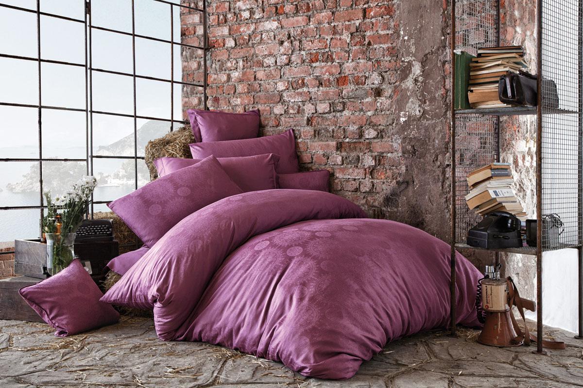 Комплект белья Issimo Home Medusa, евро, наволочки 50x70, цвет: пурпурный. 46174617Все белье Issimo – это образец качества. Ровные швы, качественный хлопок, четкие рисунки на тканях, которые не полиняют и не потеряют яркости долгое время – все это говорит о строгом отношении производителя к своей продукции.