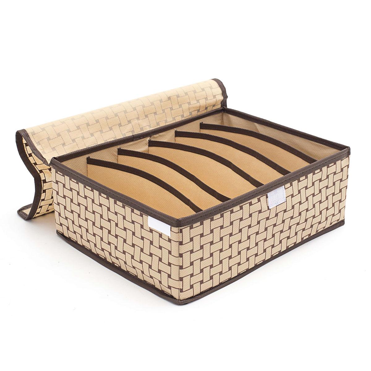 Органайзер для хранения вещей Homsu Pletenka, с крышкой, 6 секций, 31 х 24 х 11 смHOM-304Компактный органайзер Homsu Pletenka изготовлен из высококачественного полиэстера, который обеспечивает естественную вентиляцию. Материал позволяет воздуху свободно проникать внутрь, но не пропускает пыль. Органайзер отлично держит форму, благодаря вставкам из плотного картона. Изделие имеет 6 квадратных секций для хранения нижнего белья, колготок, носков и другой одежды. Закрывается крышкой на молнии. Такой органайзер позволит вам хранить вещи компактно и удобно, а оригинальный дизайн сделает вашу гардеробную красивой и невероятно стильной.