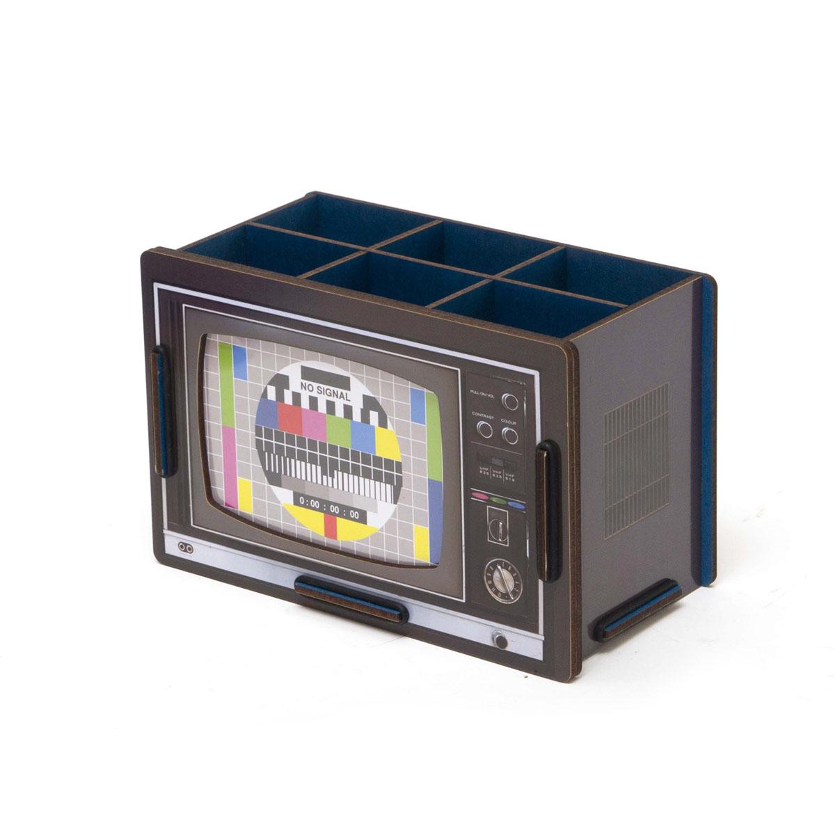Органайзер настольный Homsu TV, 20 x 11 x 13 смHOM-78Это настольный органайзер в виде телевизора отлично подойдет для хранения различных предметов, таких как косметика, парфюмерия и прочие аксессуары. Он изготовлен из МДФ, легко собирается. Имеет 6 квадратных отделений 7см на 6см , которые позволяют компактно разложить вещи. Также имеет отделение снаружи для возможности поставить фотографию 10см на 15см. Органайзер отлично дополнит ваш интерьер и пригодится на любом столе. Фактический цвет может отличаться от заявленного.