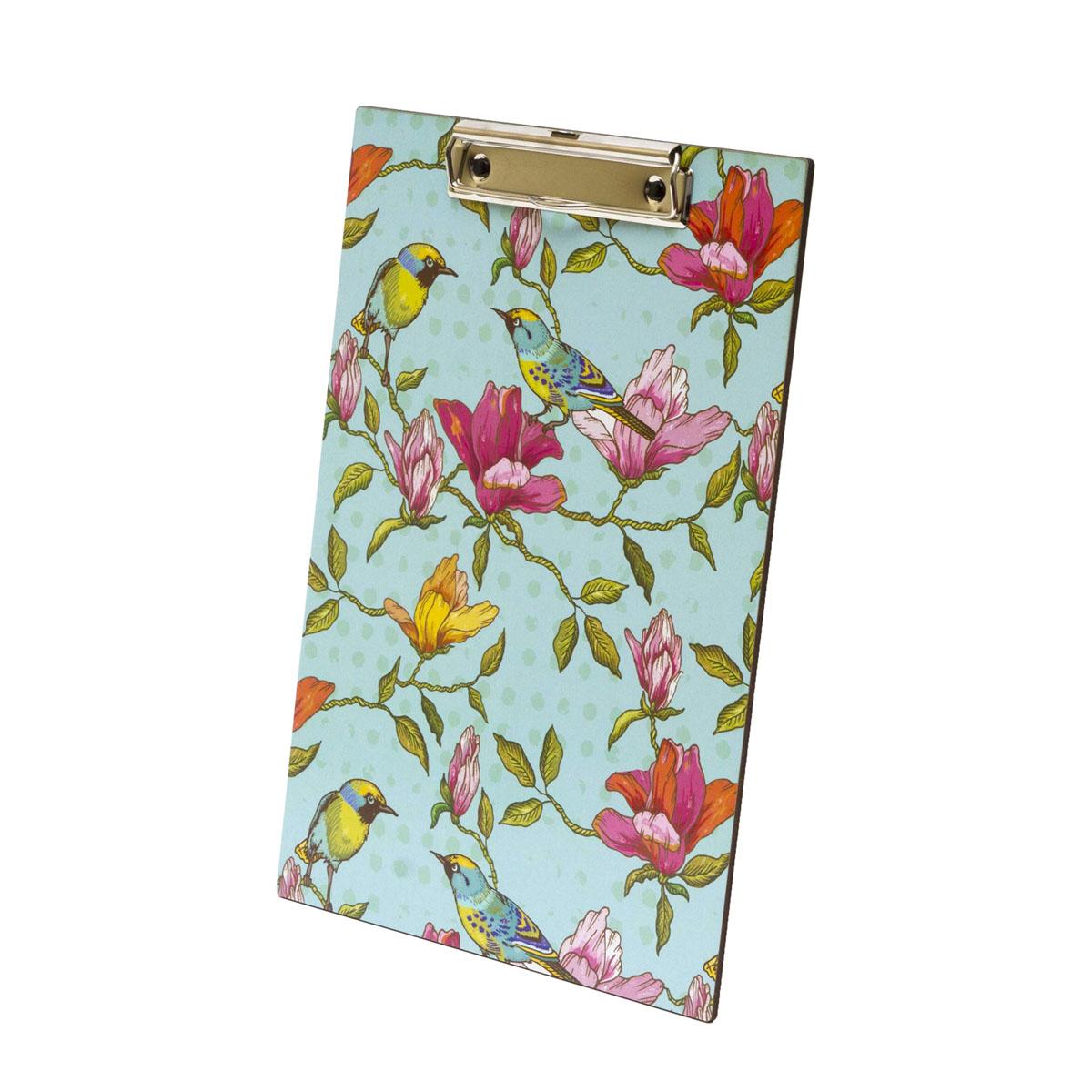 Планшет для документов Homsu, 31,5 x 22,5 смHOM-82Планшет для документов пригодится в любом офисе или доме. Он имеет спициальное крепление, благодаря которому очень удобно крепить на нем бумагу формата А4 и делать пометки, когда нет возможности записать что-то сидя за столом. Расцветка планшета - цветы и птицы, оформленные в нежных тонах. Фактический цвет может отличаться от заявленного.