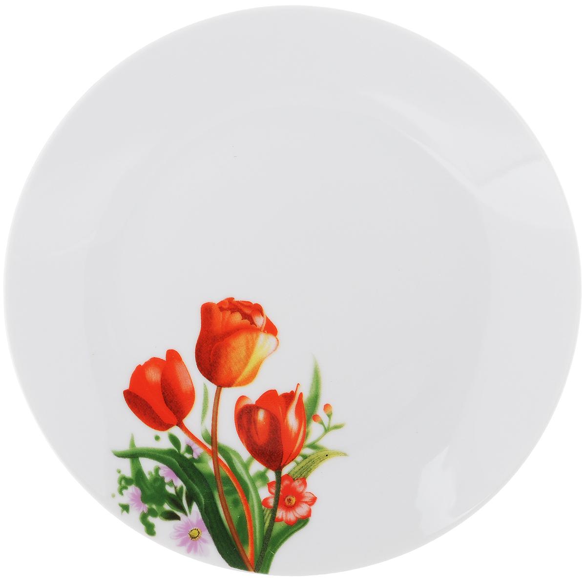 Тарелка десертная Тюльпаны, диаметр 20 см836468Десертная тарелка Доляна Тюльпаны изготовлена из высококачественной керамики и имеет изысканный внешний вид. Такая тарелка прекрасно подходит как для торжественных случаев, так и для повседневного использования. Идеальна для подачи десертов, пирожных, тортов и многого другого. Она прекрасно оформит стол и станет отличным дополнением к вашей коллекции кухонной посуды. Диаметр тарелки (по верхнему краю): 20 см. Высота тарелки: 2 см.