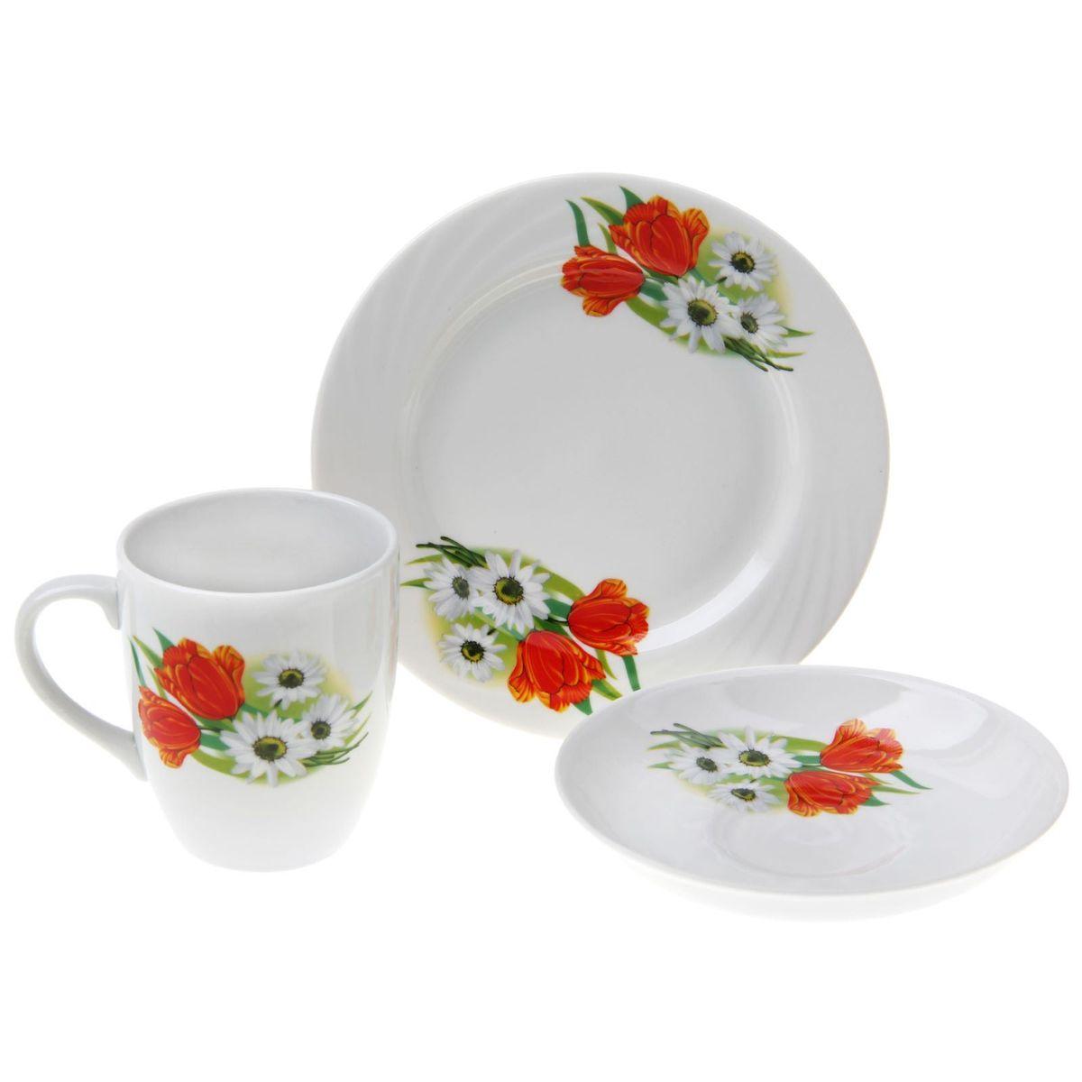 Набор столовой посуды Ромашка с тюльпаном, 3 предмета1303792Набор столовой посуды Ромашка с тюльпаном состоит из кружки, тарелки и блюдца. Изделия выполнены из высококачественного фарфора и оформлены ярким рисунком. Такой набор посуды прекрасно подходит как для торжественных случаев, так и для повседневного использования. Стильный дизайн изящно украсит сервировку стола. Объем кружки: 300 мл.