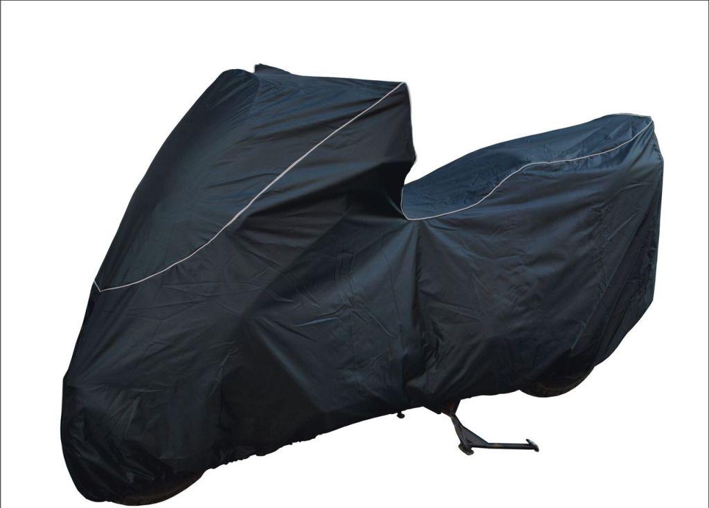 Чехол AG-brand для максискутера Suzuki Skywave 400 type s, цвет: черныйAG-SUZ-MC-SWTS-SCПодходит для Suzuki Skywave 400 type s с низким ветровым стеклом. Резинка у переднего и заднего колес в совокупности с застежкой снизу мотоцикла не позволит самым сильным порывам ветра сорвать чехол.