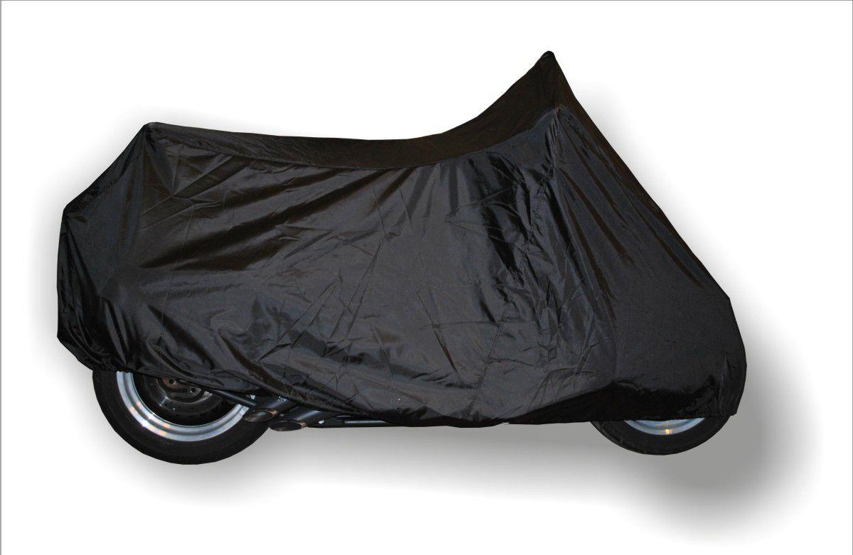 Чехол AG-brand для мотоцикла XL, цвет: черныйAG-Uni-MC-XLBK-SCУниверсальные чехлы для хранения мотоциклов изготовлены из прочной водонепроницаемой ткани. Резинка у переднего и заднего колес в совокупности с застежкой снизу мотоцикла не позволит самым сильным порывам ветра сорвать чехол. Универсальный чехол подходит для мотоциклов разных производителей и классов. Ширина чехла указана по рулю.