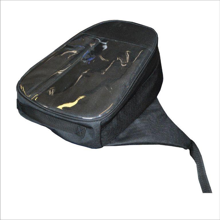 Сумка на бак снегохода AG-brand универсальная, цвет: черныйAG-YAM-SMB-Uni-BTУниверсальная сумка на бак подходит для большинства моделей снегоходов. Сумка на бак снегохода закрывается водонепроницаемой молнией, имеет прозрачный карман на лицевой поверхности изготовленный из плотной морозостойкой пленки. Карман удобен для использования карты, навигатора, телефона и т.д. Сумка изготовлена из водонепроницаемой ткани. Крепится на топливный бак при помощи фастексов с регулировкой стропы.