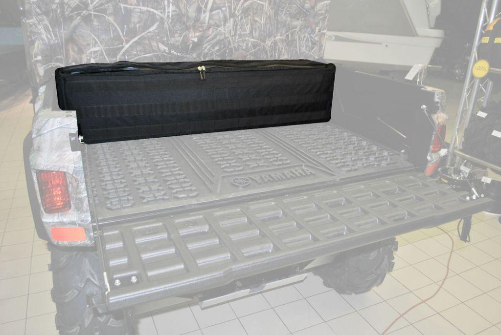 Кофр текстильный AG-brand для UTV Yamaha Viking, цвет: черныйAG-YAM-UTV-Viking-KofПодходит на мотовездеход UTV Yamaha Viking. Кофр предназначен для перевозки снаряжения. Верхняя откидная крышка кофра снабжена прочной молнией. Корпус кофра усилен вшитой по конруту текстильной стропой. Внутри имеется три отделения. По бокам кофр имеет усиленные жесткие подкрылки для установки в кузов мотовездехода без соскальзывания внутрь и смещений вдоль по кузову. Кофр надежно фиксируется в кузове и удерживается при езде по пересеченной местности.