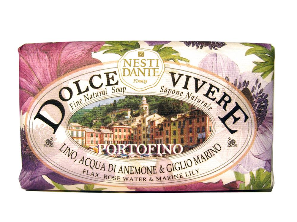 Мыло Nesti Dante Dolce Vivere. Портофино, 250 г1316106Великолепное растительное мыло премиум-класса Nesti Dante Dolce Vivere. Портофино изготовлено по старинным рецептам и по традиционной котловой технологии, в составе мыла только натуральные оливковое и пальмовое масло высочайшего качества, для ароматизации использованы органические эфирные масла. Мыло Dolce Vivere переносит вас в самые очаровательные места Италии, прекрасные и вдохновляющие виды заливов, городов и деревень, полных очарования, культуры и истории. Портофино - цветы и море, красота и легкость, такие чувства дарит изысканный аромат розовой воды, водяной лилии и льна. Путешествие по красивым ощущениям: босые ноги в траве, росинках на пальцах и бризе на лице. Уникальное место, красивый залив, абсолютно естественный, итальянский шедевр. Изысканная флорентийская бумага, в которую завернуто мыло, расписана акварелью, на каждом кусочке мыла выгравирована надпись With Love And Care (С любовю и заботой). Характеристики: Вес: 250 г. ...