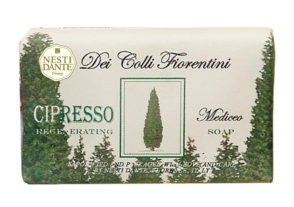 Nesti Dante Мыло Dei Colli Fiorentini. Кипарис, 250 г1755106Великолепное растительное мыло премиум-класса Nesti Dante Dei Colli Fiorentini. Кипарис изготовлено по старинным рецептам и по традиционной котловой технологии, в составе мыла только натуральные оливковое и пальмовое масло высочайшего качества, для ароматизации использованы органические эфирные масла. Ежедневный ритуал красоты, любви и заботы не только для тела, но и для души. Мыло Dei Colli Fiorentini. Кипарис - вдохновение от путешествий по цветущим холмам Флоренции. Изысканная флорентийская бумага, в которую завернуто мыло, расписана акварелью, на каждом кусочке мыла выгравирована надпись With Love And Care (С любовью и заботой). Товар сертифицирован.