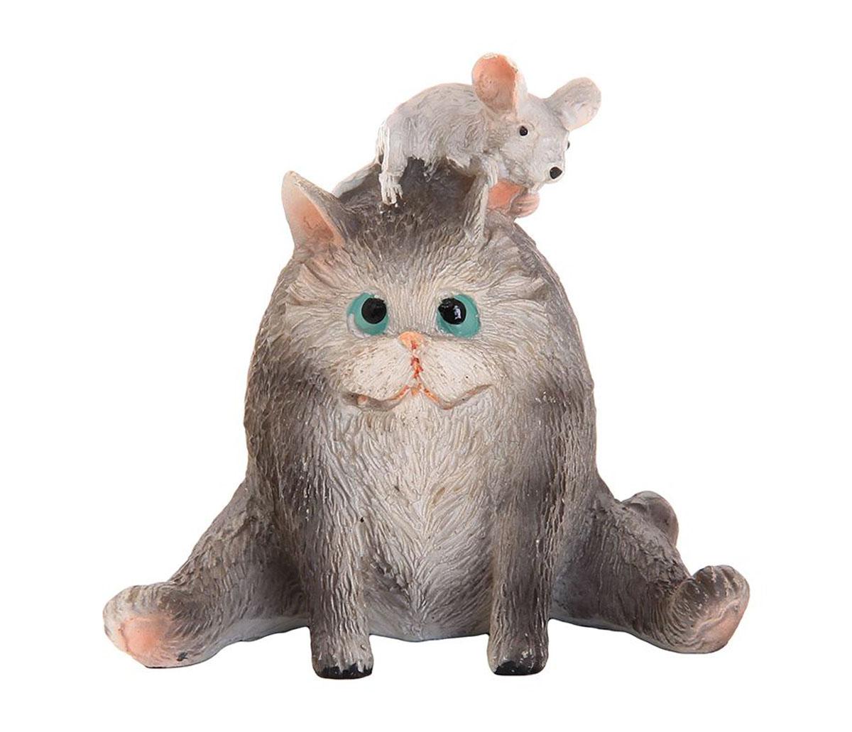 Фигурка декоративная Elan Gallery Котик с мышкой, высота 6,5 см700012Декоративные фигурки с изображением забавных животных, станут прекрасным сувениром, которые вызовет улыбку и поднимет настроение. Фигурки выполнены из полистоуна.