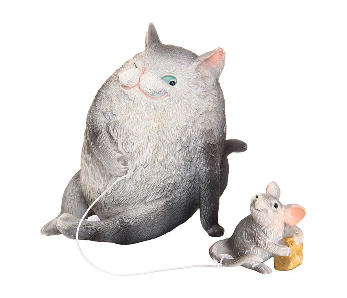 Фигурка декоративная Elan Gallery Кошки-мышки, высота 8 см700014Декоративная фигурка Elan Gallery Кошки-мышки, изготовленная из полистоуна, станет необычным аксессуаром для вашего интерьера. Эта очаровательная вещица станет отличным подарком вашим друзьям и близким. Размер фигурки: 6 х 8 х 8 см.