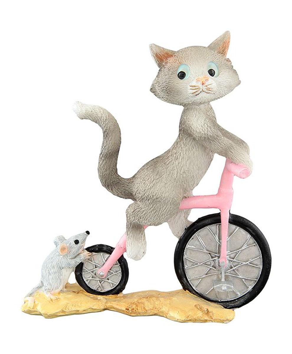 Фигурка декоративная Elan Gallery Кот на велосипеде, высота 9,5 см700070Декоративные фигурки - это отличный способ разнообразить внутреннее убранство вашего дома. Декоративная фигурка с изображением кота станет прекрасным сувениром, который вызовет улыбку и поднимет настроение. Фигурка выполнена из полистоуна.