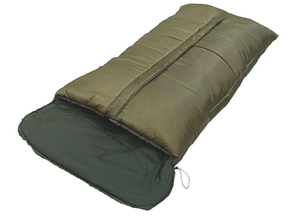 Спальный мешок Чайка GEOLOG 600, цвет: темно-зеленый, молния посерединеGEO600Основные характеристики Тип: одеяло с подголовником Размер: 190+30х90см Материал наружный: Полиэстеровая Таффета 190T. Материал внутренний: бязь (100% хлопок) / эпонж (100% полиэстер) Наполнитель: термофайбер 600г/м2 Температурный режим: -20/-5 С Вес: 3,05 кг Страна-производитель: Россия Упаковка: чехол Большой спальный мешок разработан для использования при низких температурах. Лучшее решение, когда нет необходимости в экономии веса и объема. Основной особенностью является большой размер мешка и утепленная центральная молния. Синтетический утеплитель нового поколения термофайбер обладает повышенными теплоизолирующими свойствами. Он легкий, мягкий, особо теплый, хорошо пропускает воздух, не впитывает влагу. Рекомендуем рыболовам и охотникам. Комплектуется компактным чехлом.