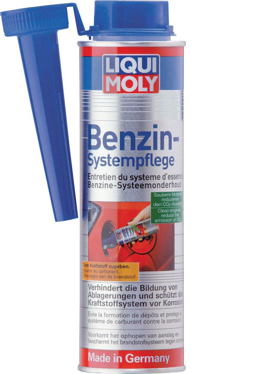 Присадка Liqui Moly Benzin-System-Pflege, для ухода за бензиновой системой впрыска, 0,3 л2299Присадка Liqui Moly Benzin-System-Pflege с модифицирующими бензин защитными компонентами. Благодаря модификаторам в топливной системе образуется защитный слой из полярных молекул, препятствующий коррозии в системе. Смазывает и очищает топливную систему, устраняя отложения во всех ее узлах. Заливать раз в 2000 км. Особенности: Обеспечивает чистоту всей топливной системы. Защищает от износа и коррозии топливную систему. Препятствует образованию отложений. Защищает систему от воздействия конденсата. Увеличивает ресурс топливной аппаратуры. Защищает топливо от старения /от увеличения количества смол, от падения октанового числа. Повышает смазывающую способность бензина. Снижает токсичность отработавших газов. Проверено на совместимость с катализаторами. Основа: комплекс присадок в жидкости-носителе. Товар сертифицирован.