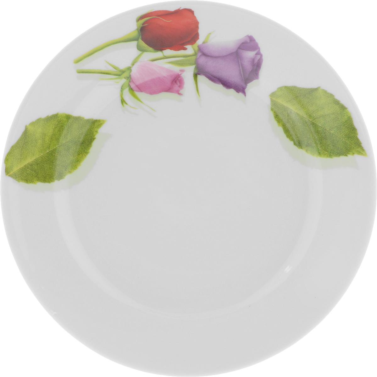 Тарелка десертная Идиллия. Королева цветов, диаметр 17 см1035448Десертная тарелка Идиллия. Королева цветов, изготовленная из высококачественного фарфора, имеет изысканный внешний вид. Такая тарелка прекрасно подходит как для торжественных случаев, так и для повседневного использования. Идеальна для подачи десертов, пирожных, тортов и многого другого. Она прекрасно оформит стол и станет отличным дополнением к вашей коллекции кухонной посуды.