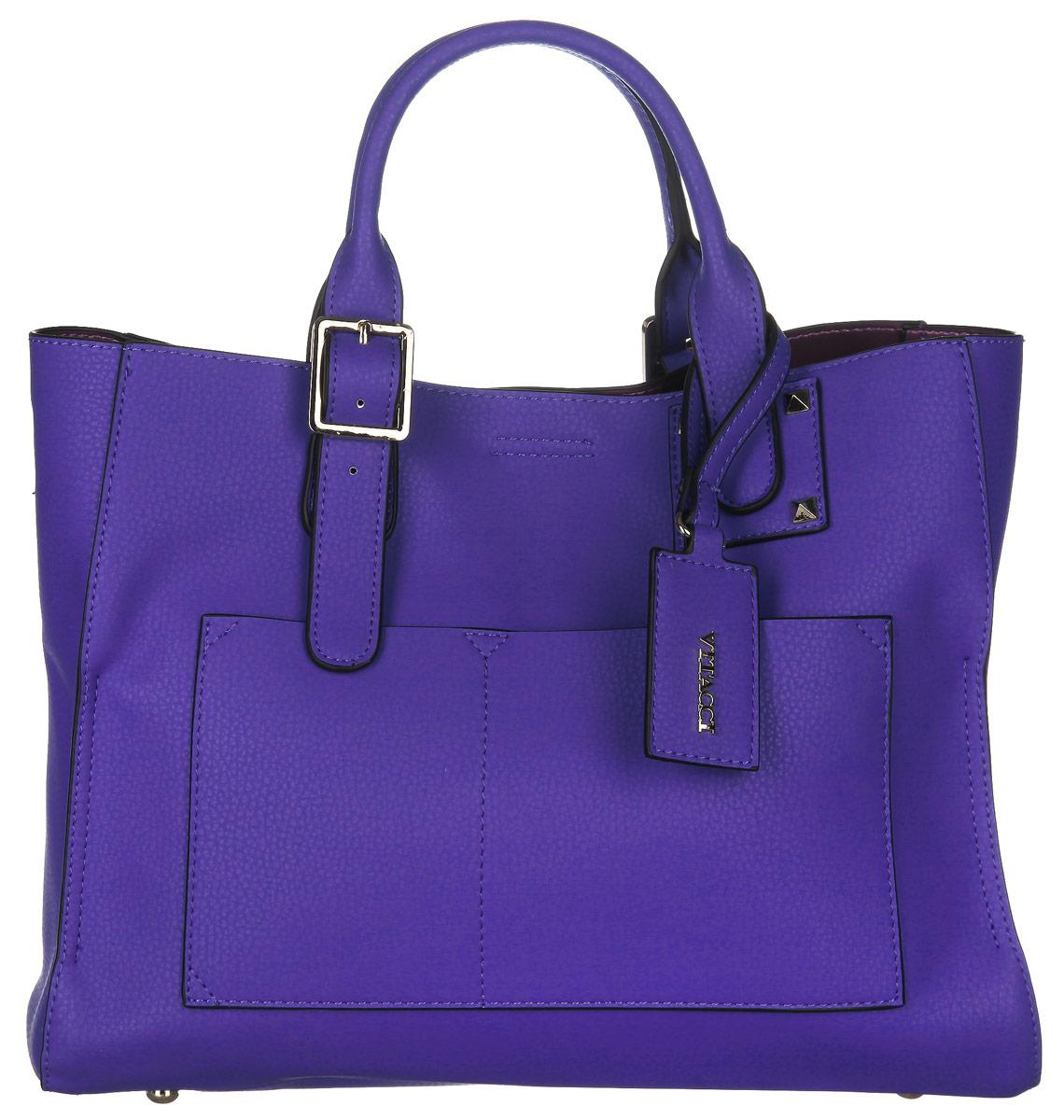 Сумка женская Vitacci, цвет: синий. 63517-463517-4Изысканная женская сумка Vitacci выполнена из качественной искусственной кожи. Сумка закрывается на магнитную кнопку. Модель оснащена удобными ручками с регулируемой длинной. Внутри одно глубокое съемное отделение на замке-молнии, выполненное из текстиля, по бокам прикрепленное к основной части сумки кнопками. Вместительное внутреннее отделение содержит два накладных кармана для телефона и мелких принадлежностей, а также врезной карман на молнии. Снаружи на передней стенке сумки размещены два декоративных кармашка. Сумка оснащена съемным плечевым ремнем регулируемой длины, которые позволят носить изделие как в руках так и на плече. Ручка сумки украшена декоративным брелоком на ремешке с названием фирмы. Дно дополнено металлическими ножками, защищающими изделие от повреждений. Практичная и стильная сумка прекрасно завершит ваш образ.