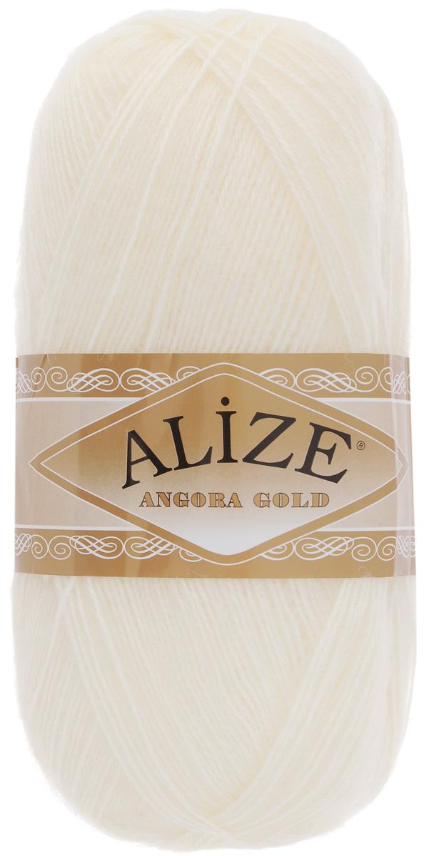 Пряжа для вязания Alize Angora Gold, цвет: молочный (62), 550 м, 100 г, 5 шт364111_62Пряжа для вязания Alize Angora Gold изготовлена из акрила, мохера и шерсти, что способствует прекрасному тепловому обмену, легкости и комфорту. Ниточка тонкая, пушистая. Из такой пряжи получаются вещи, которые не требуют ни украшений, ни дополнений. Пряжа допускает самую простую и примитивную вязку, но при этом смотрится необычно благодаря своей цветовой палитре. В ее состав входит акрил, что позволяет стирать ваши изделия в стиральной машине (на деликатной стирке) и они не потеряют свою первоначальную форму. Пряжа Alize Angora Gold отлично подходит для вязания свитеров, жилетов, шарфов, шапок, шалей и многого другого. Рекомендуется ручная стирка. Рекомендованные спицы № 3-6, крючок № 2-4. Комплектация: 5 мотков. Состав: 80% акрил, 10% шерсть, 10% мохер.