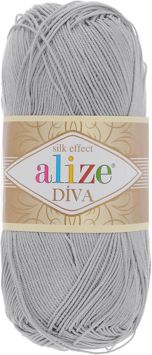 Пряжа для вязания Alize Diva, цвет: светло-серый (355), 350 м, 100 г, 5 шт364126_355Легкая пряжа Alize Diva с шелковым эффектом для весенних или летних вещей. Приятная на ощупь, обладающая высокой гигроскопичностью, пряжа Alize Diva из акрила подойдет для самых разных вязаных изделий: сарафанов, туник, платьев, легких костюмов, кофт, шалей и накидок. Ее с одинаковым успехом можно использовать и для спиц, и для вязания крючком. В палитре большой выбор ярких цветов и пастельных мягких оттенков. Не стоит с предубеждением относиться к искусственной пряже, ведь она обладает целым рядом преимуществ. За изделиями из пряжи Alize Diva проще ухаживать, они не подвержены скатыванию, не вызывают аллергии, не собирают пыль, не линяют и не оставляют ворсинок на другой одежде. Рекомендованные спицы № 2,5- 3,5, крючок № 1-3. Состав: 100% акрил.