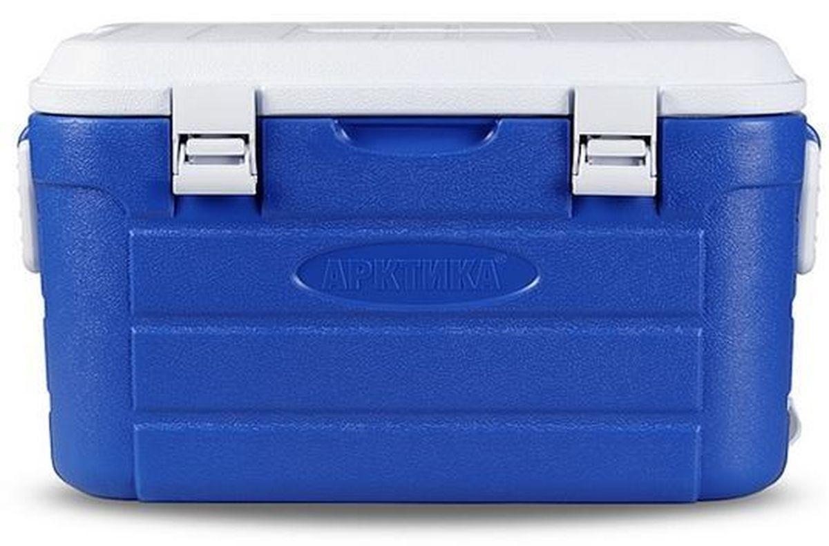 Контейнер изометрический Арктика, цвет: синий, белый, 38 х 22 х 25 см2000-10 синийТермоконтейнер Арктика изготавливается по принципу любой термопосуды: двойные стенки и теплоизолятор между ними. Большой объем, энергонезависимость, ударопрочный пластик, из которого изготовлен корпус термобокса, делают его универсальным вместилищем для продуктов, чью высокую или низкую температуру нужно сохранять достаточно долгое время (до 48 часов). Дача, пикник, пляж, спорт на природе – в любом случае участникам необходимы либо холодные напитки, либо горячая еда. Большой объем термоконтейнера позволяет взять с собой достаточно и того, и другого. Термоконтейнер Арктика на 10 л оснащен широким плечевым ремнем с подплечником для удобства переноски. Чтобы как можно дольше поддерживать стабильную температуру внутри термобокса можно использовать аккумуляторы холода, лед или, наоборот, простую грелку с горячей водой для сохранения тепла. Объем: 10 л. Время сохранения тепла/холода: до 48 часов. Температурный режим: от -30°С до +75°С.