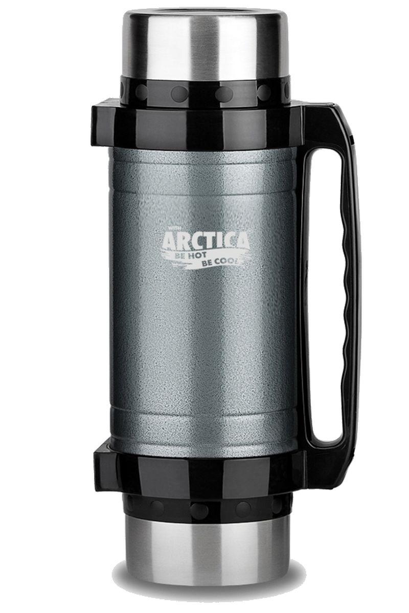 Термос Арктика, с чашками и ложками, цвет: темно-серый, черный, 2 л202-2000 серыйТермос Арктика с широким горлом сохранит вашу еду или напитки горячими в течение долгого времени. Корпус выполнен из высококачественной нержавеющей стали. Две крышки можно использовать в качестве стаканов, так же есть дополнительная чашка, и две ложки. В комплекте имеется удобный ремень для переноски. Термос можно использовать как для еды, открутив клапан, так и для напитков, нажав на клапан. Термос Арктика составит компанию за обеденным столом, улучшит настроение и поднимет аппетит, где бы этот стол не находился. Пусть даже в глухом отсыревшем лесу, где даже развести костер будет стоить немалого труда. Забудьте об этих неудобствах - вместительный и компактный термос Арктика с радостью послужит вам в качестве миниатюрной полевой кухни, поднимет настроение нарядным внешним видом и вкусной домашней едой. Диаметр горлышка: 7,5 см. Высота (с учетом крышки): 32,5 см. Время сохранения температуры (холодной и горячей): 30 часа.