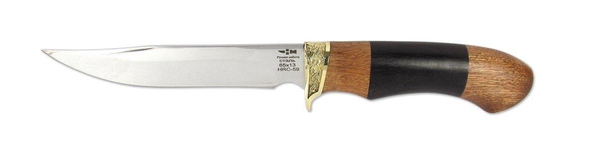 Нож охотничий Ножемир Зверобой, 14,3 смЗВЕРОБОЙ (2095)нОстрый охотничий нож ЗВЕРОБОЙ (2095)н, выполнен из нержавеющей стали 65Х13, прекрасно держит заточку. Подойдет для длительных походов как основной нож (охотнику, рыбаку, туристу). Выделяется художественным литьем, которое так же является упором для указательного пальца, что предотвратит соскальзывания на режущую поверхность изделия. Рукоять выполненная из граба и бубинга что позволяет работать в любую погоду(дождь, мороз) и не будит холодить ладонь. Поставляется с удобным кожаным чехлом.