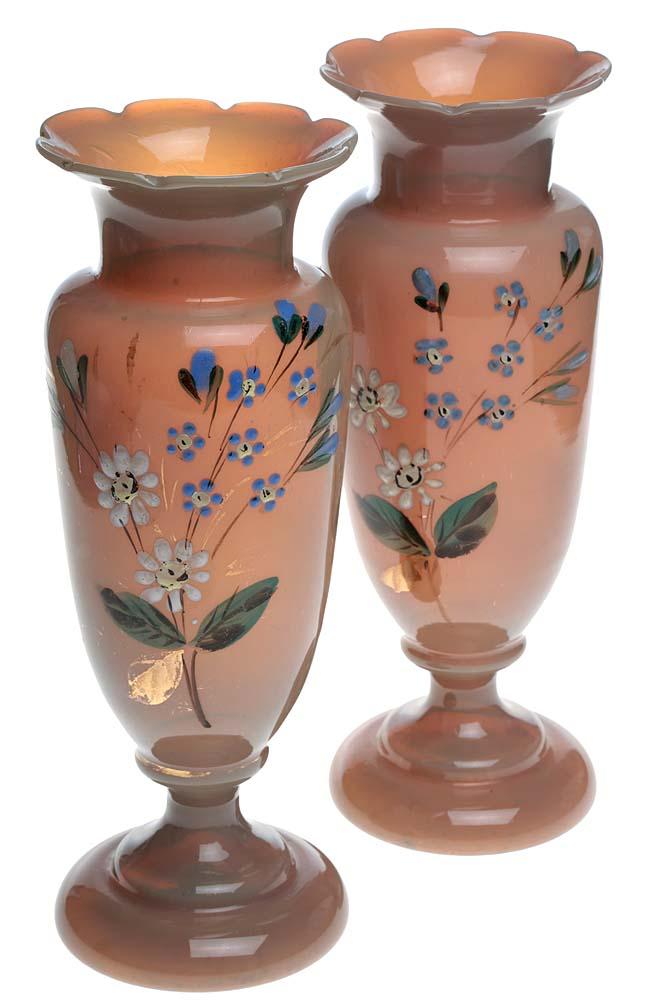 Bristol glass! Вазы парные Полевые цветы. Опаловое бристольское стекло (Bristol glass), цветные эмали, ручная роспись, золочение. Высота 21 см. Бристоль, Великобритания, начало ХХ векаПБ ДПА 16082016-8Ценные старинные парные вазы Полевые цветы, ручной работы из знаменитого опалового бристольского стекла (Bristol glass), вручную расписаны цветными эмалями! Опаловое бристольское стекло, цветные эмали, ручная роспись, золочение. Бристоль (Bristol), Великобритания, начало ХХ века. Размер: высота 21 см. диаметр тулова 8 см. Сохранность коллекционная. Без повреждений, без сколов, без утрат. Прекрасные старинные вазы ручной работы для украшения роскошного интерьера!