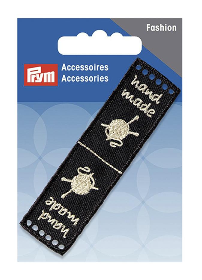 Эмблема Prym Handmade, цвет: черный, 8 х 2 см7710988Эмблемы предназначены для пришивания, а также использования в качестве дизайнерских ярлычков на одежде, сумках, рюкзаках, шапках и так далее.