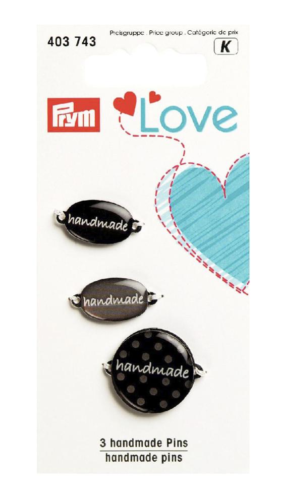 Набор эмблем Prym Handmade. Love, цвет: серый, 3 шт7715142Эмблемы предназначены для пришивания, а также использования в качестве дизайнерских ярлычков на одежде, сумках, рюкзаках, шапках и так далее.