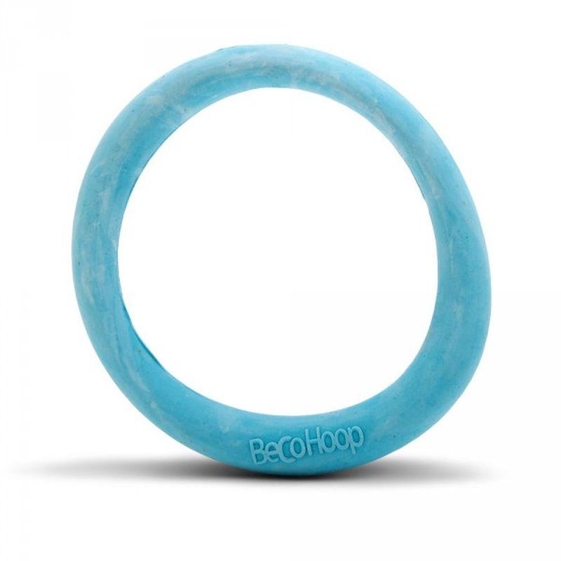 Игрушка для собак BecoThings Кольцо, цвет: голубой, размер L4022_aИгрушка BecoThings Кольцо идеально подходит для вашего любимого питомца. Толщина игрушки меняется по всей длине игрушки. Это означает, что в любой момент игры ваша собака сможет произвести уверенный захват. Эта игрушка идеально подходит для игр буксира и перетягивания. Игрушка изготовлена из нового революционного экоматериала, состоящего из шелухи риса и каучука. Игрушка нетоксична, экологически чистая и абсолютно безопасная для собак. Размер игрушки: 16,5 х 16,5 х 2,5 см.