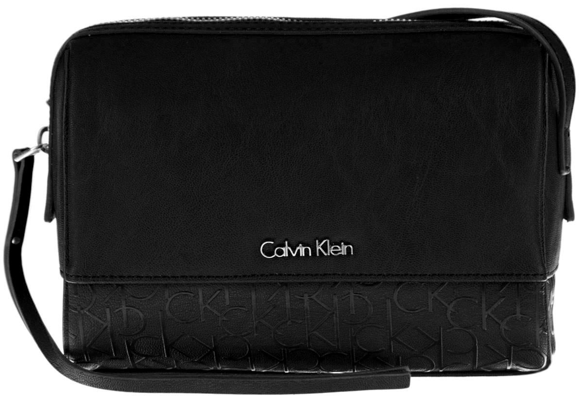 Сумка женская Calvin Klein Jeans, цвет: черный. K60K601121_0010K60K601121_0010Стильная женская сумка Calvin Klein Jeans выполнена из полиуретана. Изделие имеет одно основное отделение, которое закрывается на застежку-молнию. Внутри находятся два накладных открытых кармана. Модель оснащена плечевым ремнем, регулируемой длины. Роскошная сумка внесет элегантные нотки в ваш образ и подчеркнет ваше отменное чувство стиля.