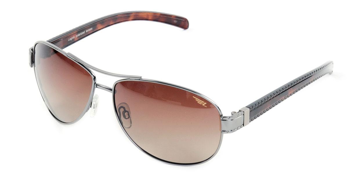 Очки поляризационные Legna, цвет: коричневый. S7220BS7220BСтильные солнцезащитные очки Legna сделают приятной прогулку в жаркий солнечный полдень. Их также по достоинству оценят водители, так как эта модель очков оснащена уникальными поляризационными линзами, которые задерживают раздражающие блики, что гарантирует полный зрительный комфорт и, как результат, повышенную безопасность. Высокоэффективный встроенный УФ фильтр обеспечивает совершенную защиту от вредных ультрафиолетовых лучей Кроме того, это эффектный аксессуар, который наверняка станет «изюминкой» вашего индивидуального стиля. Оправа не только красивая, но и прочная, а линзы со временем не покроются мелкими царапинами. Чистка и обслуживание: Вымыть теплой водой, вытереть мягкой сухой салфеткой. Условия хранения: в футляре при нормальных климатических условиях. Предупреждение: Не использовать в солярии, не смотреть на прямые солнечные лучи, не использовать при управлении автомобилем в сумерках и ночью.