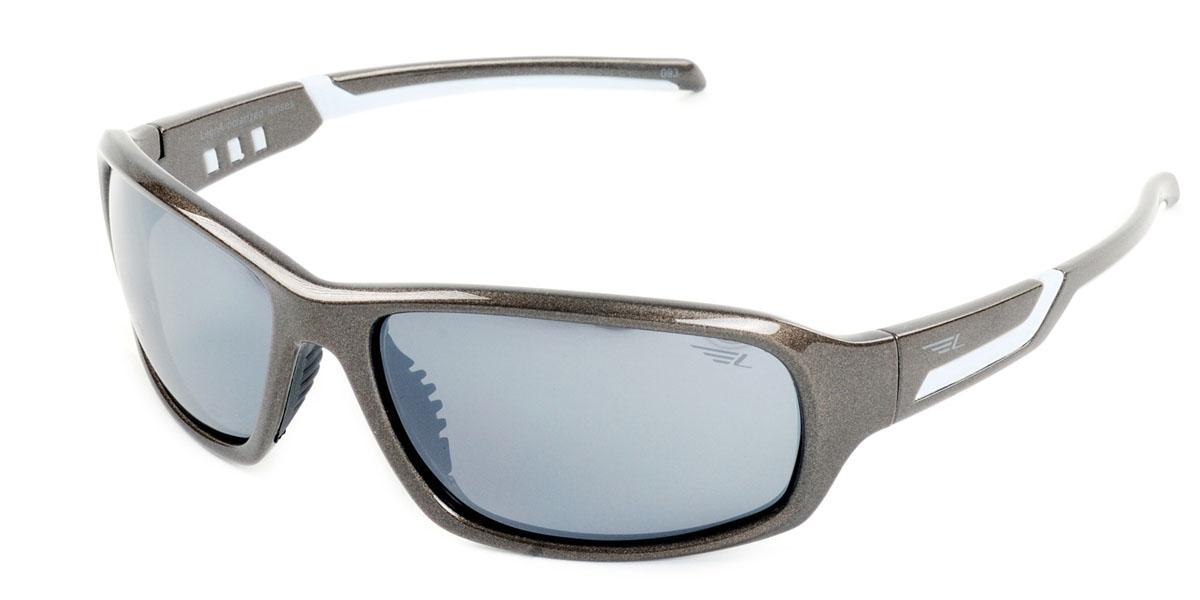 Очки мужские поляризационные Legna, цвет: коричневый, серый. S7402BS7402BСтильные солнцезащитные очки Legna сделают приятной прогулку в жаркий солнечный полдень. Их также по достоинству оценят водители, так как эта модель очков оснащена уникальными поляризационными линзами, которые задерживают раздражающие блики, что гарантирует полный зрительный комфорт и, как результат, повышенную безопасность. Высокоэффективный встроенный УФ фильтр обеспечивает совершенную защиту от вредных ультрафиолетовых лучей Кроме того, это эффектный аксессуар, который наверняка станет «изюминкой» вашего индивидуального стиля. Оправа не только красивая, но и прочная, а линзы со временем не покроются мелкими царапинами. Чистка и обслуживание: Вымыть теплой водой, вытереть мягкой сухой салфеткой. Условия хранения: в футляре при нормальных климатических условиях. Предупреждение: Не использовать в солярии, не смотреть на прямые солнечные лучи, не использовать при управлении автомобилем в сумерках и ночью.