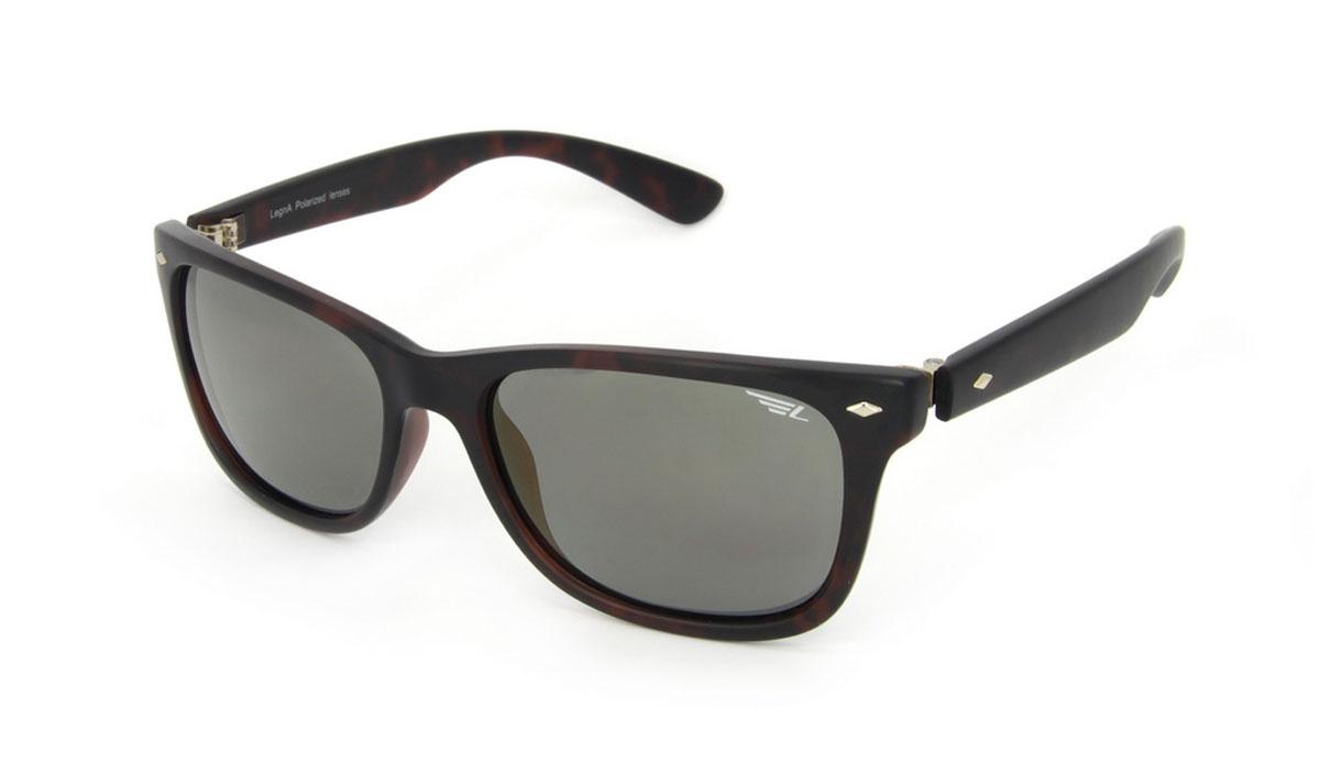 Очки поляризационные Legna, цвет: коричневый, золотой. S8501BS8501BСтильные солнцезащитные очки Legna сделают приятной прогулку в жаркий солнечный полдень. Их также по достоинству оценят водители, так как эта модель очков оснащена уникальными поляризационными линзами, которые задерживают раздражающие блики, что гарантирует полный зрительный комфорт и, как результат, повышенную безопасность. Высокоэффективный встроенный УФ фильтр обеспечивает совершенную защиту от вредных ультрафиолетовых лучей Кроме того, это эффектный аксессуар, который наверняка станет «изюминкой» вашего индивидуального стиля. Оправа не только красивая, но и прочная, а линзы со временем не покроются мелкими царапинами. Чистка и обслуживание: Вымыть теплой водой, вытереть мягкой сухой салфеткой. Условия хранения: в футляре при нормальных климатических условиях. Предупреждение: Не использовать в солярии, не смотреть на прямые солнечные лучи, не использовать при управлении автомобилем в сумерках и ночью.