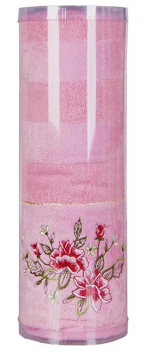 Полотенце махровое Soavita Azalea, цвет: розовый, 70 х 140 см83061Махровое полотно создается из хлопковых нитей, которые, в свою очередь, прядутся из множества хлопковых волокон. Чем длиннее эти волокна, тем прочнее будет нить, и, соответственно, изделие. Длина составляющих хлопковую нить волокон влияет и на фактуру получаемой ткани: чем они длиннее, тем мягче и пушистее получится махровое изделие, тем лучше будет впитывать изделие воду. Хотя на впитывающие качество махры – ее гигроскопичность, не в последнюю очередь влияет состав волокна. Мягкая махровая ткань отлично впитывает влагу и быстро сохнет. Soavita – это популярный бренд домашнего текстиля. Дизайнерская студия этой фирмы находится во Флоренции, Италия. Производство перенесено в Китай, чтобы сделать продукцию более доступной для покупателей. Таким образом, вы имеете возможность покупать продукцию европейского качества совсем не дорого. Домашний текстиль прослужит вам долго: все детали качественно прошиты, ткани очень плотные, рисунок наносится безопасными для здоровья красителями, не...