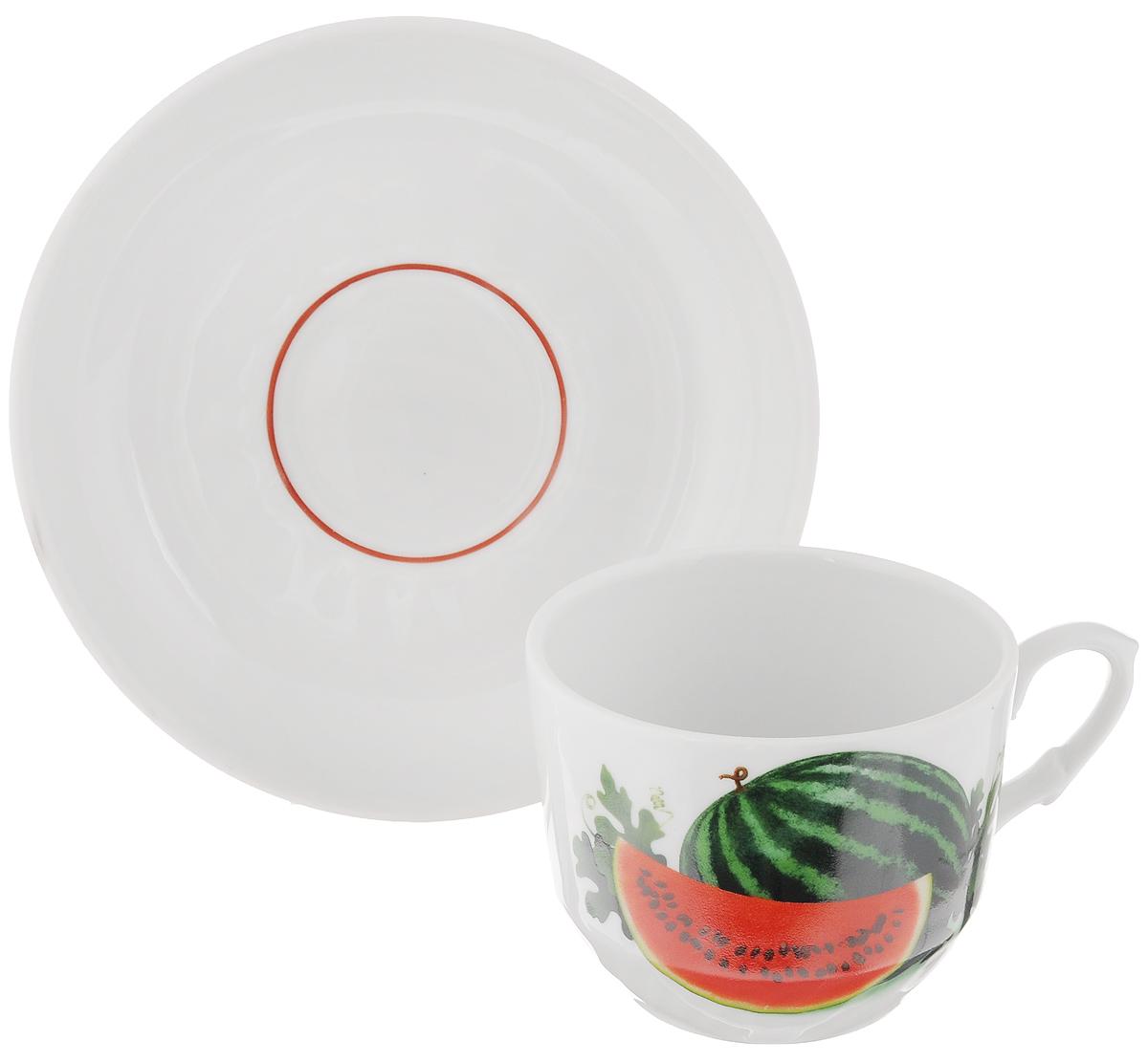 Чайная пара Кирмаш. Арбуз, 2 предмета1303800_арбузЧайная пара Кирмаш. Арбуз состоит из чашки и блюдца, изготовленных из высококачественного фарфора. Оригинальный дизайн, несомненно, придется вам по вкусу. Чайная пара Кирмаш. Арбуз украсит ваш кухонный стол, а также станет замечательным подарком к любому празднику. Диаметр чашки (по верхнему краю): 8,5 см. Высота чашки: 7 см. Диаметр блюдца: 15 см. Высота блюдца: 3 см.