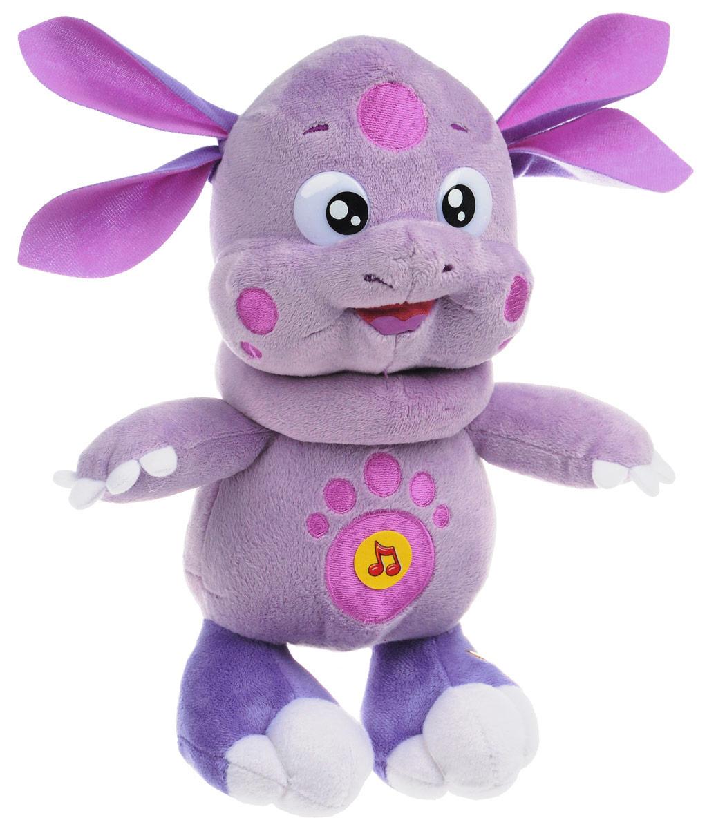 Мульти-Пульти Мягкая игрушка Лунтик 30 смV32292/27AS19XМягкая игрушка Мульти-Пульти Лунтик ассоциируется с радостью и весельем, и для детей такой подарок станет поистине незабываемым. При нажатии на живот Лунтик произносит два стиха и поет песенку. Забавные, добрые мягкие игрушки радуют детей с самого рождения. Ведь уже в первые месяцы жизни ребенок проявляет интерес к плюшевым зверятам и необычным персонажам. Сначала они помогают ему познавать окружающий мир через тактильные ощущения, знакомят его с животным миром нашей планеты, формируют цветовосприятие и способствуют концентрации внимания. Для работы игрушки необходимы 3 батарейки типа AG13 (LR44) (товар комплектуется демонстрационными).