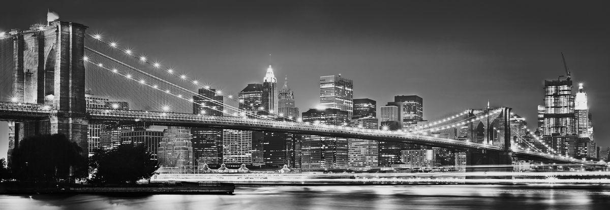 Фотообои Komar Бруклинский мост, 3,68 х 1,27 м4-320Бумажные фотообои известного бренда Komar позволят создать неповторимый облик помещения, в котором они размещены. Фотообои наносятся на стены тем же способом, что и обычные обои. Благодаря превосходной печати и высококачественной основе такие обои будут радовать вас долгое время. Фотообои снова вошли в нашу жизнь, став модным направлением декорирования интерьера. Выбрав правильную фактуру и сюжет изображения можно добиться невероятного эффекта живого присутствия. Ширина рулона: 3,68 м. Высота полотна: 1,27 м. Клей в комплекте.