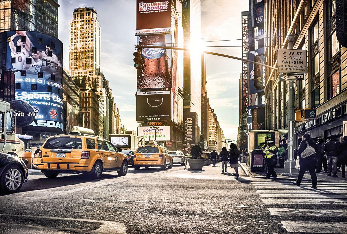 Фотообои Komar Таймс-сквер, 3,68 х 2,48 мXXL4-008Флизелиновые фотообои известного бренда Komar позволят создать неповторимый облик помещения, в котором они размещены. Фотообои наносятся на стены тем же способом, что и обычные обои. Благодаря превосходной печати и высококачественной флизелиновой основе такие обои будут радовать вас долгое время. Фотообои снова вошли в нашу жизнь, став модным направлением декорирования интерьера. Выбрав правильную фактуру и сюжет изображения можно добиться невероятного эффекта живого присутствия. Ширина рулона: 3,68 м. Высота полотна: 2,48 м.
