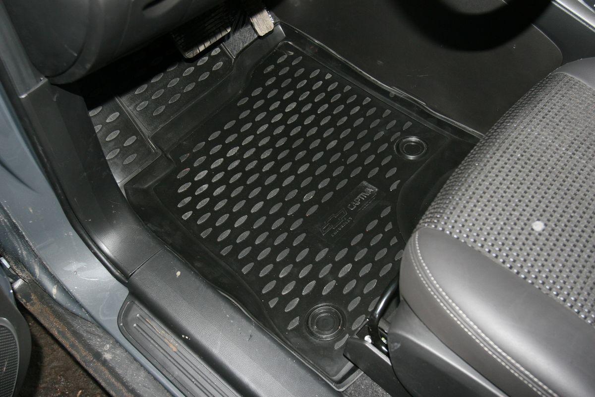 Коврики в салон автомобиля Novline-Autofamily для Chevrolet Captiva, 2011 -, 5 штCARCHV00019Коврики Novline-Autofamily улучшат внешний вид салона автомобиля и надежно уберегут его от пыли, грязи и сырости, а значит, защитят кузов от коррозии. Полиуретановые коврики гладкие, приятные и не пропускает влагу. Полиуретановые автомобильные коврики произведены из высококачественного материала, который держит форму и не пачкает обувь. Коврики надежно крепятся на полу и не скользят, что очень важно во время движения, особенно для водителя. Изделия из полиуретана надежно удерживают грязь и влагу, при этом всегда выглядят довольно опрятно. И чистятся они очень просто: как при помощи автомобильного пылесоса, так и различными моющими средствами.
