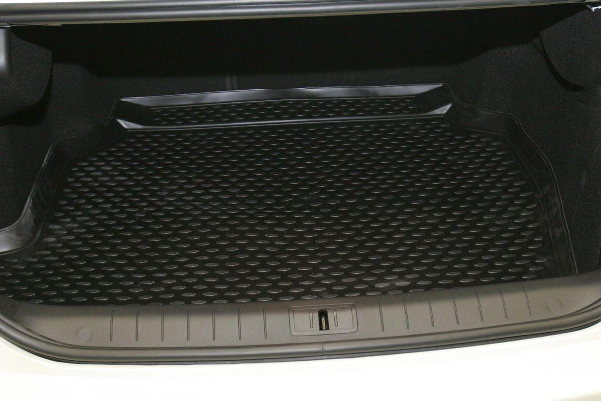 Коврик в багажник Novline-Autofamily, для Renault Latitude 2,5L sd (10/2010-)NLC.41.26.B10Автомобильный коврик в багажник Novline-Autofamily позволит вам без особых усилий содержать в чистоте багажный отсек вашего авто и при этом перевозить в нем абсолютно любые грузы. Этот модельный коврик идеально подойдет по размерам багажнику вашего авто. Такое изделие гарантированно защитит багажник вашего автомобиля от грязи, мусора и пыли, которые постоянно скапливаются в этом отсеке. А кроме того, коврик не пропускает влагу. Все это надолго убережет важную часть кузова от износа. Коврик в багажнике сильно упростит для вас уборку. Тем более, что поддон достаточно просто вынимается и вставляется обратно. Мыть коврик для багажника из полиуретана можно любыми чистящими средствами или просто водой. При этом много времени у вас уборка не отнимет, ведь полиуретан устойчив к загрязнениям. Если вам приходится перевозить в багажнике тяжелые грузы, за сохранность автоковрика можете не беспокоиться. Он сделан из прочного материала, который не...